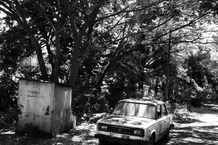 An old, abandoned car in a tiny village called Mala in Panjim.