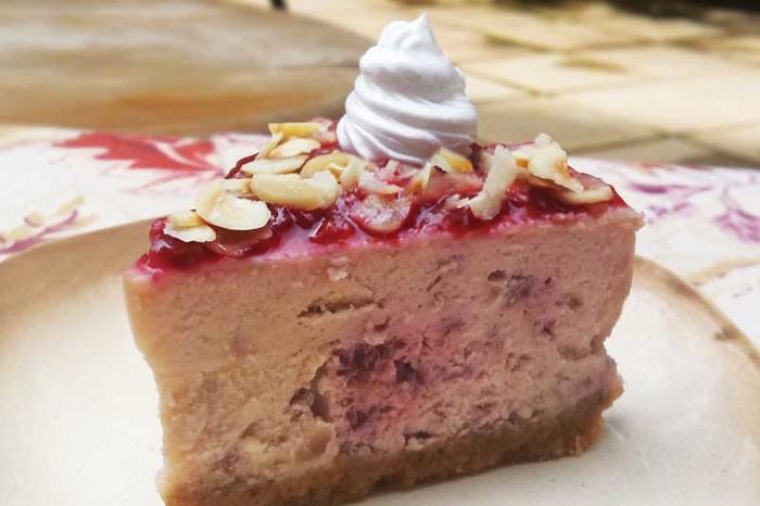 Baked Cheesecake with Raspberries & Hazelnut