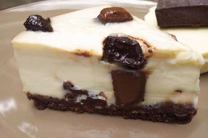 Triple Chocolate Cheesecake, baked cheesecake with white milk and dark chocolate