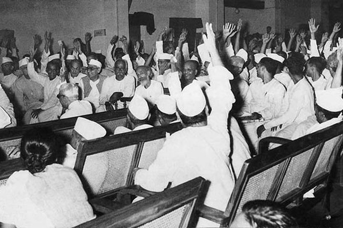 The AICC voting for the Partition of India, Image Source: Homai Vyarawalla Archives, Alkazi Collection of Photography