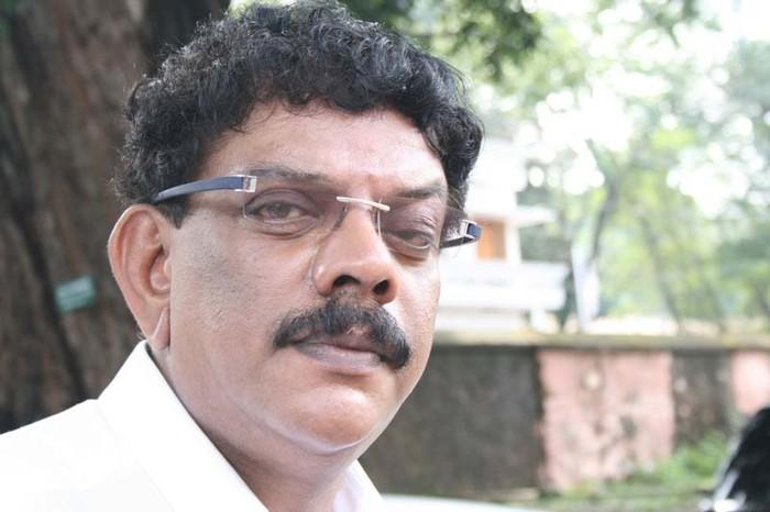 Poochakkoru Mookkuthi,