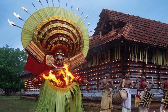 Theyyam in Kerala. Image source: cherarocks.com