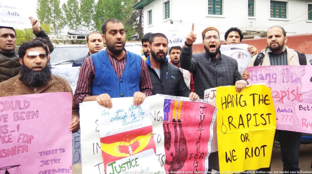 Demanding Justice for Asifa. Image Source: Kashmirreader.com