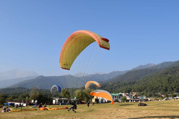 paragliding at bir in himachal pradesh