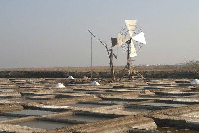 Windmill Operated Tube Well. Image source: creativityatgrassroots.wordpress.com