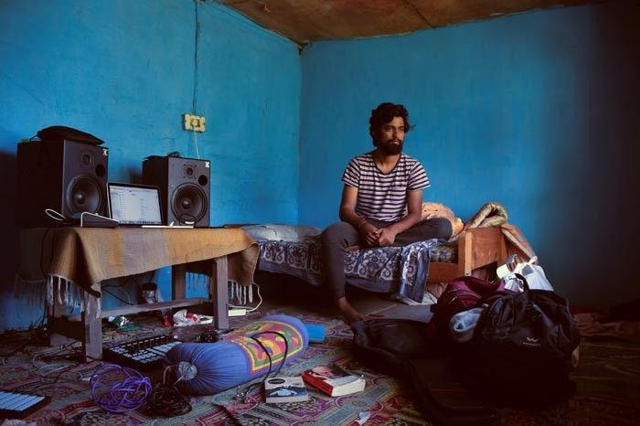 Sharath Narayan aka @cosmicattic is that gentle soul that just makes you happy to be around him. Inspired by lush soundscapes, groovy beats, the cosmos and dreamy synths. He made all his music in his little living/work space but when he played it for us all of kalga grooved to it.