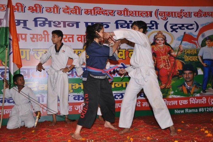 Pragya showcasing some self defence techniques at a demonstration