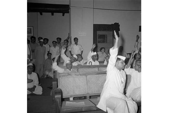 Jawaharlal Nehru voting for the motion to ratify partition, June 1947. Image Source: Homai Vyarawalla Archives, Alkazi Collection of Photography